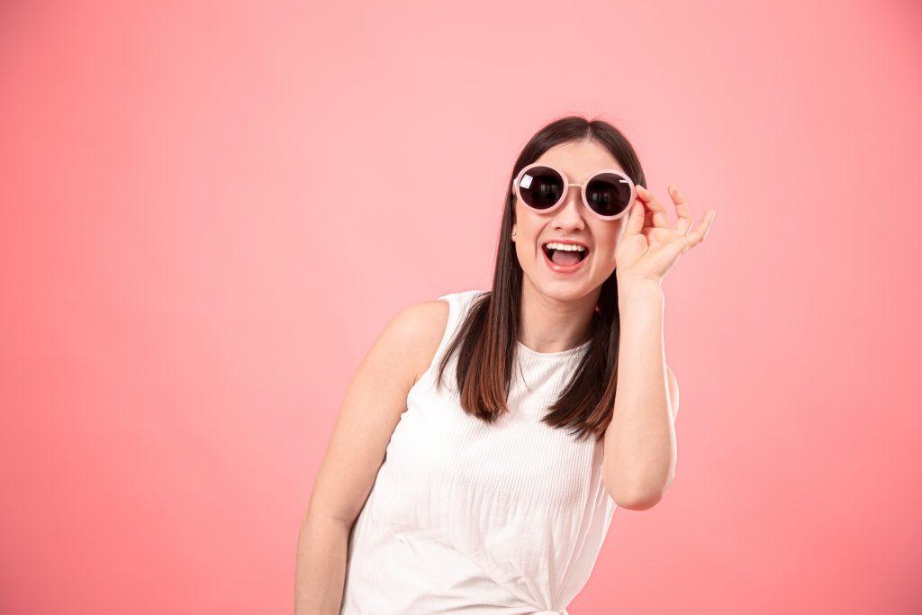 Imagen mujer con gafas